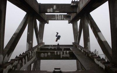 Broen fra det yderste af neglene